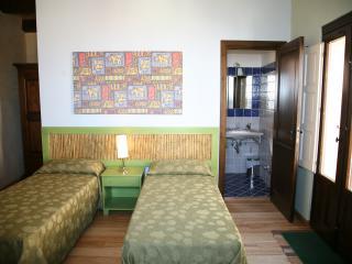 """Case al Borgo-Agira-Home Relais """"CASA PIRANDELLO"""" - Agira vacation rentals"""