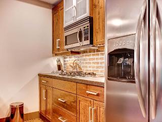Timbers 405 Happy Valley Location in Big White Sleeps 7 - Big White vacation rentals