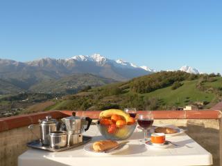 Beautiful Condo with Internet Access and Satellite Or Cable TV - Castiglione Messer Raimondo vacation rentals
