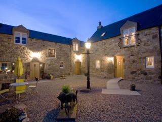 Beautiful Auchengray vacation Cottage with Sauna - Auchengray vacation rentals