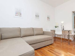 Moderm & charming in downtown, wifi & air castald3 - Milan vacation rentals