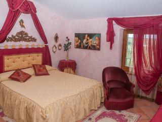 Residenza Il Palazzo - App. Il Girasole - Castiglione Del Lago vacation rentals