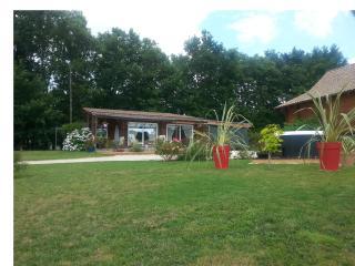 Lovely 2 bedroom Grignols Villa with Internet Access - Grignols vacation rentals