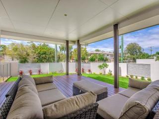 Stunning Noosa River only minutes away - Noosaville vacation rentals