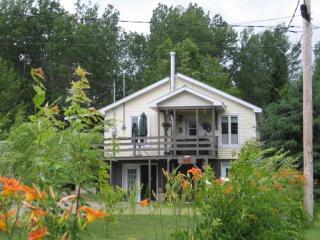 Cozy chalet near Parc National de la Mauricie - Saint-Jean-des-Piles vacation rentals