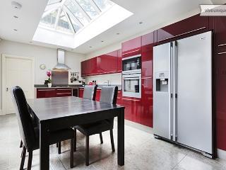 4 Bed in Kensington with courtyard garden - Lexham Gardens - London vacation rentals