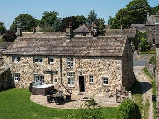 NORTON VIEW FARM, family friendly, luxury holiday cottage, with hot tub in Hetton, Ref 6741 - Skipton vacation rentals