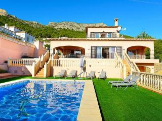 VILLA AMANDA: 5 min-driving to calpe and sandbeach - Calpe vacation rentals