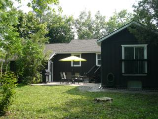 Airlie Cottage 3 bedroom, 2 baths - Niagara-on-the-Lake vacation rentals