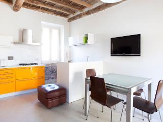 Reginella elegant apartment - Rome vacation rentals