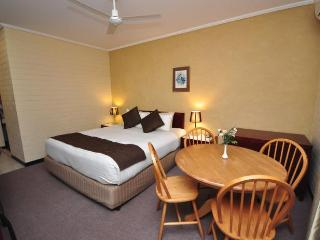 Unwind @ Playford Whyalla Deluxe - South Australia vacation rentals