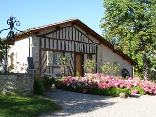 Lovely 2 bedroom Barn in Tombeboeuf - Tombeboeuf vacation rentals