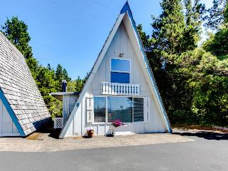 Pet-friendly with beach trail, cottage with room for 6! - Otter Rock vacation rentals