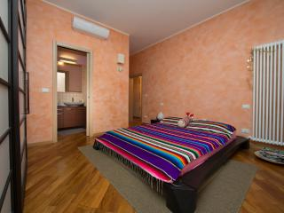 FICODINDIA - Cozy, Quiet, Parking, WiFi, AC. - Bologna vacation rentals