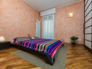 FICODINDIA - Cozy, Quiet, Parking, WiFi, AC. - Bologna vacation rentals