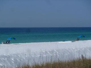 Cute one bedroom, Sleeps 4 comfortably. Located in the heart of Destin!!!!!!! - Destin vacation rentals
