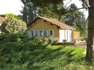 Small, Pet-Friendly Cottage, Near Mt Ventoux/ Garden - Carpentras vacation rentals