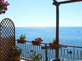 B&B Teocle holiday beach rooms close to sea - Giardini Naxos vacation rentals
