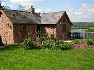Beautiful 1 bedroom Glasbury-on-Wye Cottage with Internet Access - Glasbury-on-Wye vacation rentals