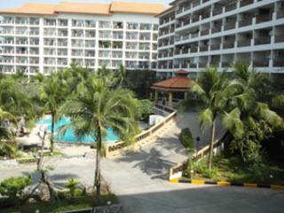 View of the pool and buildings, my unit is central, on the 5th floor overlooking the pool - Lovely Condo in Pattaya-Tai/Jomtien 我住在兴港,可在中国回复 - Jomtien Beach - rentals