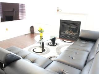 4BDR Luxury ShortTerm Home Furnished Accommodation - Uxbridge vacation rentals