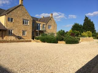 Luxury Cotswold 5* Countryside Duplex Apartment - Bretforton vacation rentals