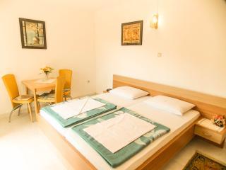 Edina E. - 93 - studio apartment for 2 persons - Icici vacation rentals