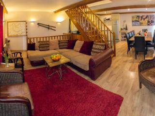 SKIVILLAROGER - 4 Bedrooms, Fully Ensuite, Hot Tub - Les Arcs vacation rentals
