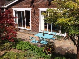 Gorgeous 2 bedroom Bungalow in Worthing - Worthing vacation rentals