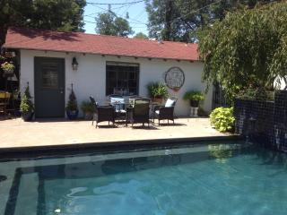 Lovely Cottage with Internet Access and A/C - Oklahoma City vacation rentals