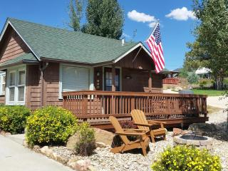 1907 Romantic Downtown Cabin w/HOT TUB in Historic Estes Highlands. Walk to Everything!! Free WiFi, Newly restored. CHARMING! - Estes Park vacation rentals