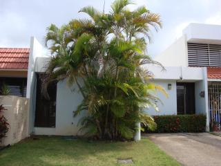 Relaxing beach villa @ Solimar, Luquillo - Luquillo vacation rentals