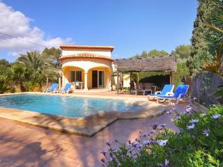 VILLA LA MARTINA: 500m to sandbeach, restaurants. - Calpe vacation rentals