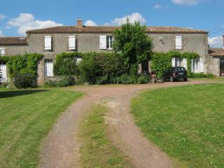 Lovely Thouars vacation Guest house with Internet Access - Thouars vacation rentals