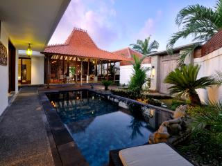 "VILLA KAYU MIMPI: ""Hidden Gem"" close to the beach in Sanur: Cool Bali Villas - Sanur vacation rentals"