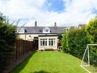 BOWSDEN HALL FARM COTTAGE, pet-friendly, country holiday cottage, with a garden in Lowick Near Holy Island, Ref 1299 - Lowick vacation rentals