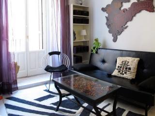 Madrid Plaza Lavapies Apartment - Sevilla La Nueva vacation rentals