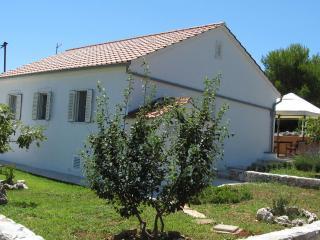 2 bedroom House with Internet Access in Veli Rat - Veli Rat vacation rentals
