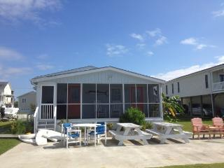 Fisherman's Paradise on Canal lot with boat launch - Surf City vacation rentals