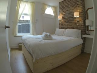 A London Spacious Family Apartment - London vacation rentals