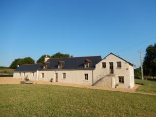 Renovated farmhouse near Le Lude, Maine-et-Loire - Noyant vacation rentals