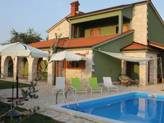 apartment in villa with private pool and garden - Fazana vacation rentals