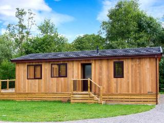 LIME LODGE, detached riverside log cabin, romantic, open plan, WiFi, near Clun, Ref 905882 - Heathton vacation rentals