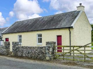 COURT HOUSE, multi-fuel stove, romantic retreat, garden with furniture, in Lorrha, Ref 915466 - Lorrha vacation rentals