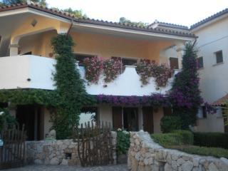 Appartamento vista mare con giardino - Santa Teresa di Gallura vacation rentals