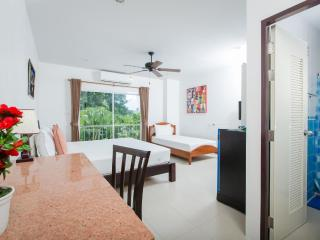 Great Triple Room - Family Getaways - Patong vacation rentals