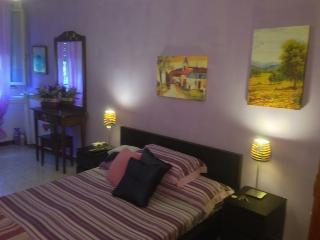 A CASA TUA B&B EUR LAURENTINA - Rome vacation rentals