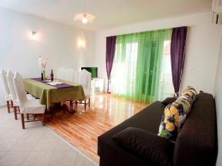 Apartment Podstrana Trešnja3 - Podstrana vacation rentals