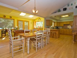 Walk to Downtown Pet Friendly Sleeps 8 Hot Tub A/C - Bend vacation rentals