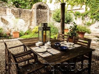 Perfect Secret Garden Apartment Central Florence E - Rome vacation rentals